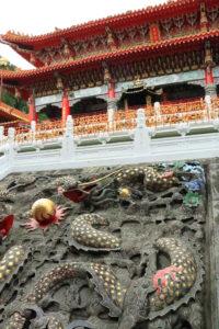 台湾紀行「文武廟」九頭の龍の彫刻