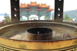 台湾紀行「文武廟」前殿(文廟)付近から山門を望む
