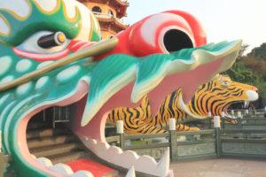 龍虎塔(ほうせいたいてん)」龍の口から入る