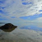 石垣島「名蔵湾」鏡面に映える南国の空