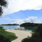 石垣島「川平湾」湾内に続くサンゴ砂の道